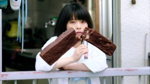 ソイジョイCM女優の岸井ゆきのが可愛いと話題に|ベランダでナチュラルにソイジョイを頬張る。
