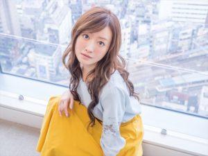 ソフトバンクCM女優・松本まりかの女性店員が可愛すぎる|最新版でお父さん犬と自撮りする姿が話題に。